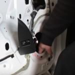 Шумоизоляция дверей: как убрать шумы от проводов и тяг